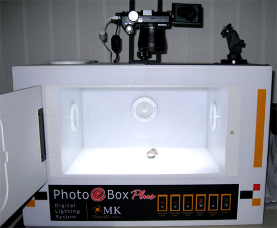 Photo eBox Plus Digital Photography Lighting Studio mounted with a 10 megapixel Canon PowerShot A640